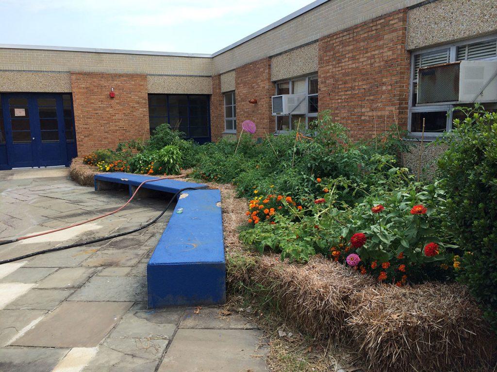 Barnaby Manor Elementary School Courtyard Classroom